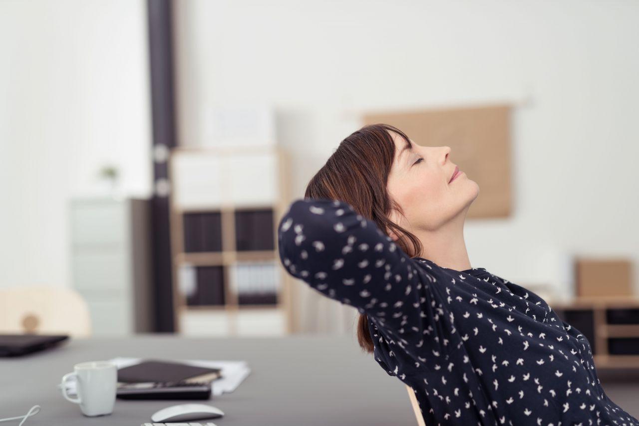 Психологи утверждают, что многие семейные женщины в нынешнее время  работают, не помышляя одолеть какие-то этапы карьерного роста. 83d596c60b2